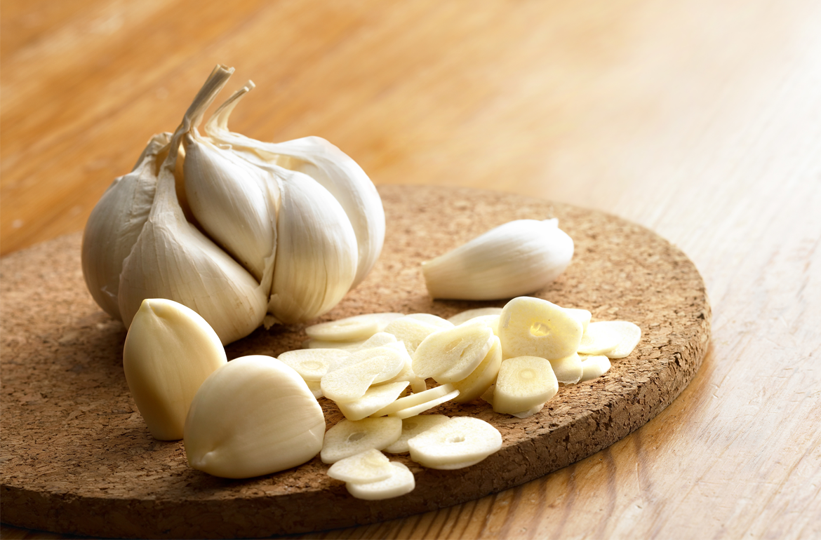 How to remove garlic smell from your hands